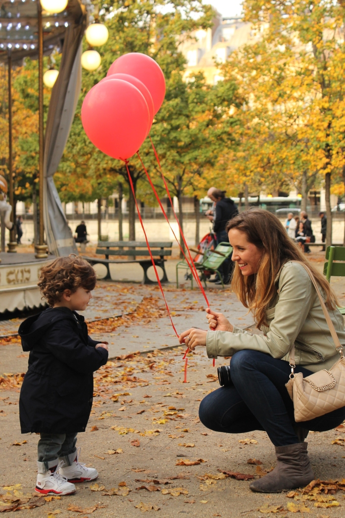 Paris, Tuileries Garden, Jardin des Tuileries, Julia Willard, Falling Off Bicycles, Rebecca Plotnick, @rebeccaplotnick, Paris photographer, red balloons Paris, red balloon project
